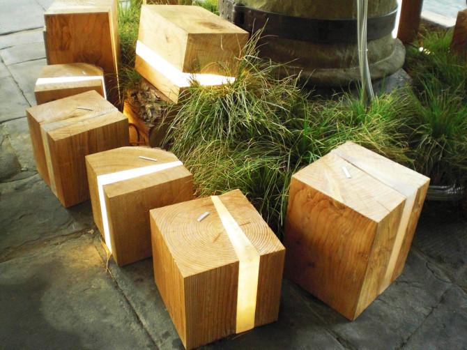Lampada design per esterni, cubi in legno e micro led - Creare Verde